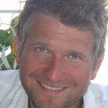 Zeljko Skrobic, certifierad massör från Axelssons Gymnastiska Institut i Stockholm, och utbildad Chakraflödesmassör.